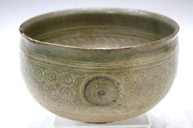 Antique Korean Punchong Ceramic Bowl w/ Flowers