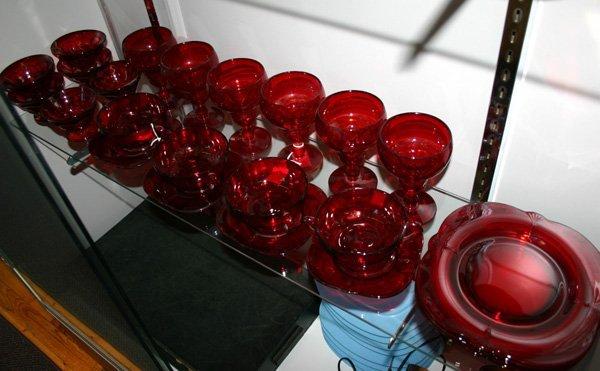 12: 18-Piece Ruby Glass Set