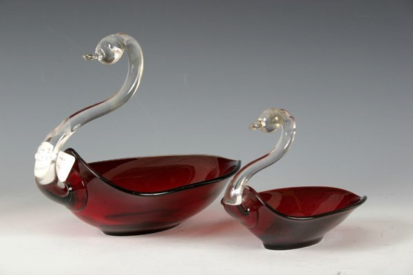 19: 2 Duncan & Miller Art Glass Swans