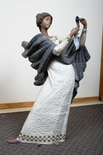 1020: Extremely Large & Rare Female Lladro Figure Very