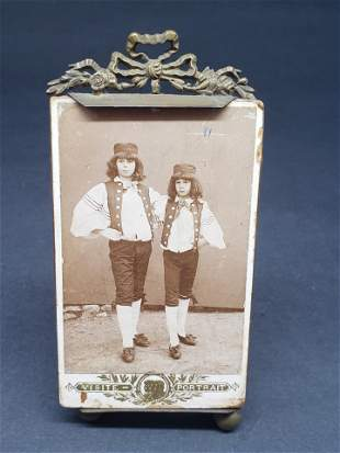 ANTIQUE PHOTOGRAPH AND VICTORIAN PICTURE FRAME