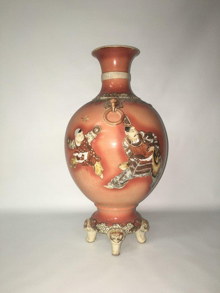 Satsuma Fighting porcelain vase