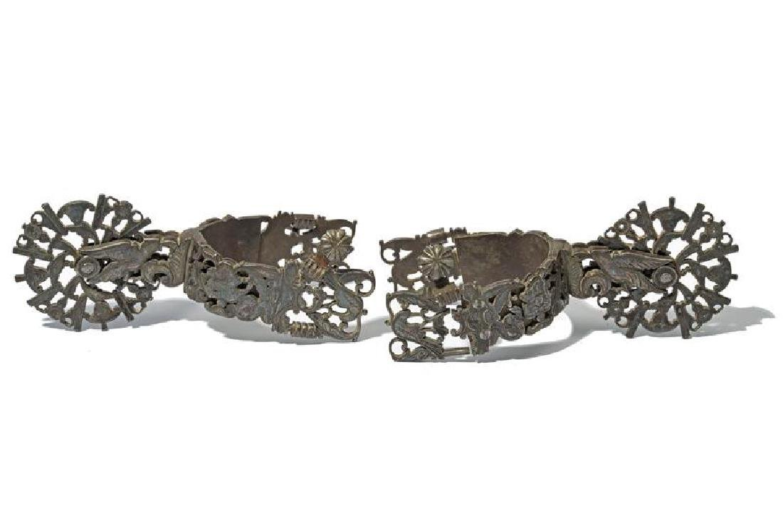 A beautiful pair of silver mounted spurs - 4