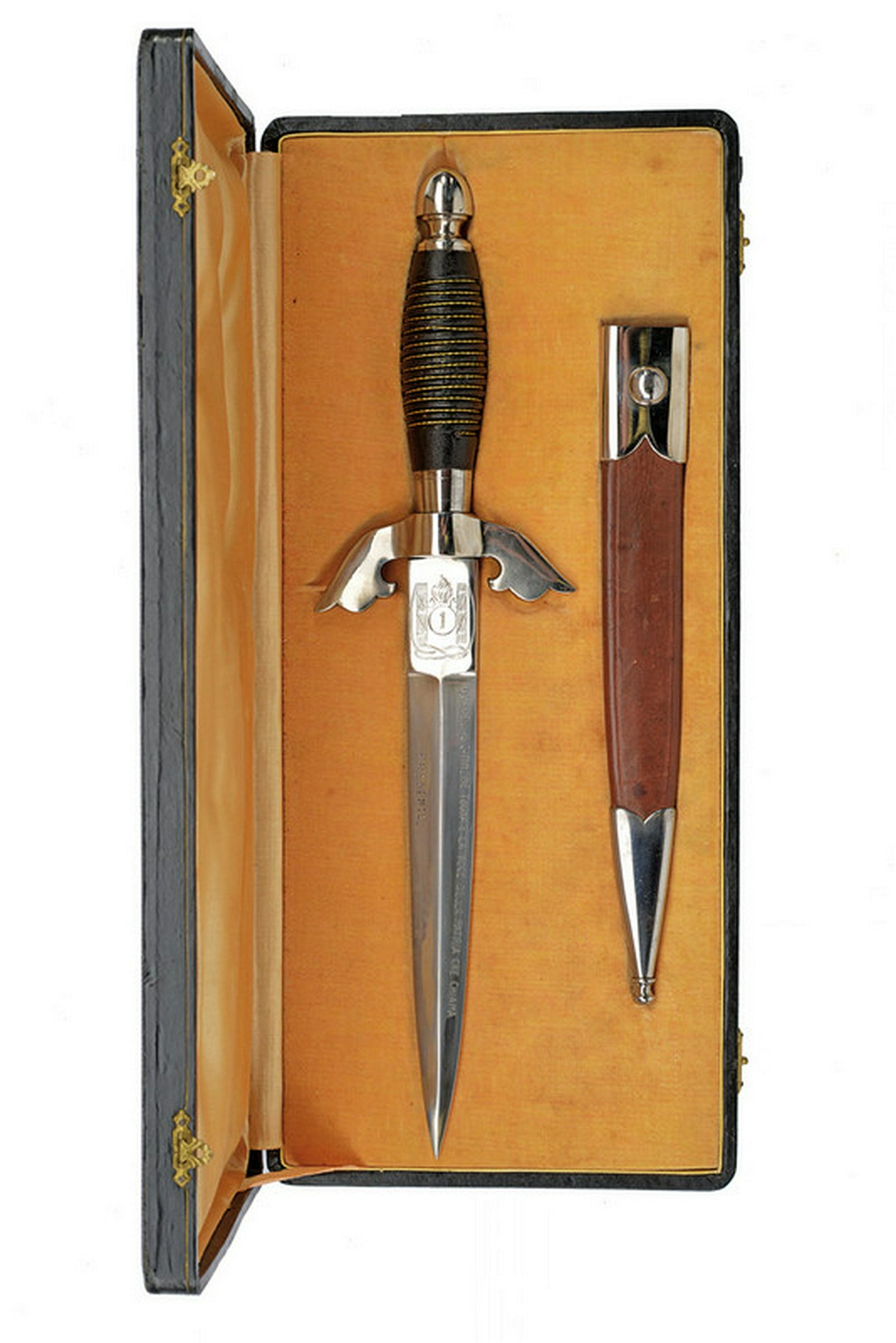 A scarce dagger of the Spanish War squads with case