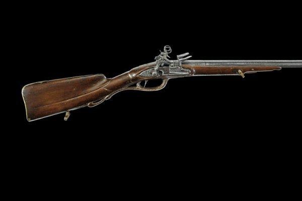 19: A double barrelled flintlock gun