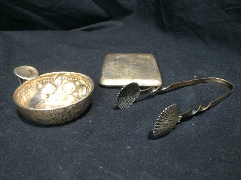 Box lot-Silver items: case, tongs and wine taster