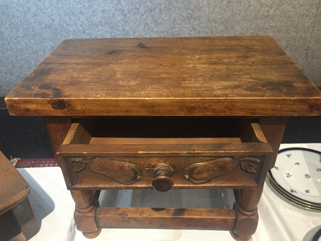 Small wood table with drawer-carved pears - 4