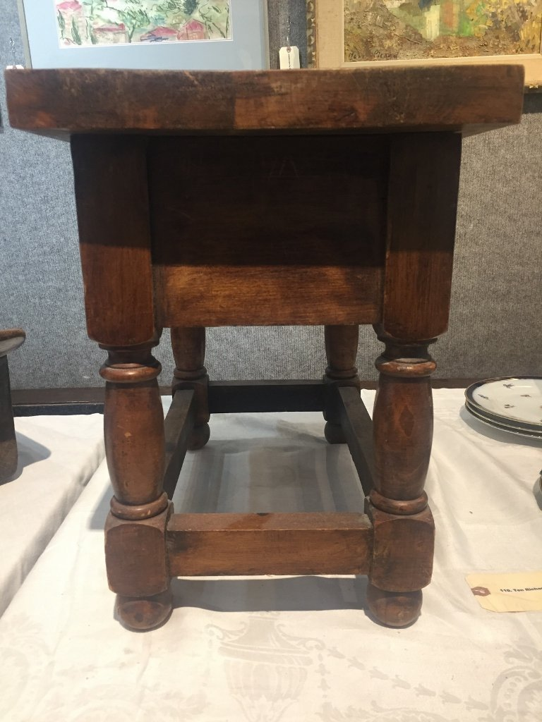 Small wood table with drawer-carved pears - 5