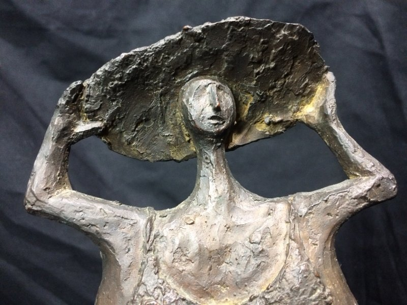 Bronze of woman with hat by Clement Renzi - 5