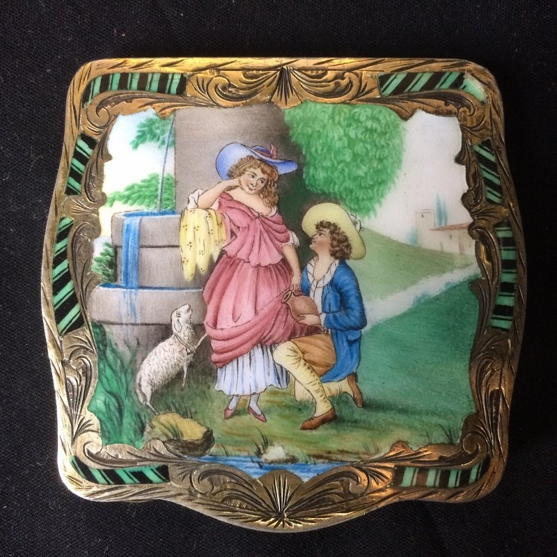 Box lot-800 silver and enamel compact, 3.9 t. oz