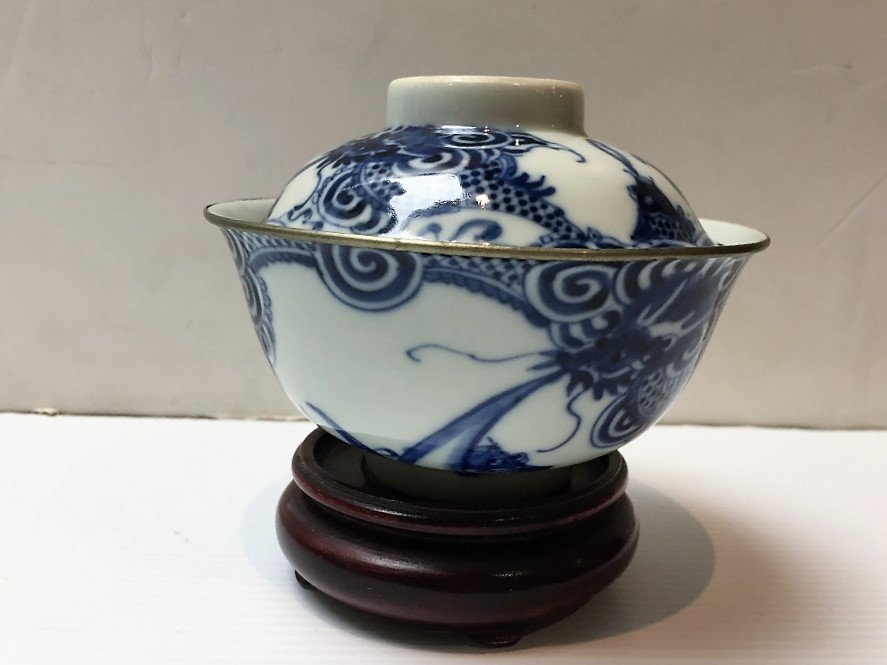 Chinese porcelain covered dish, c.1940