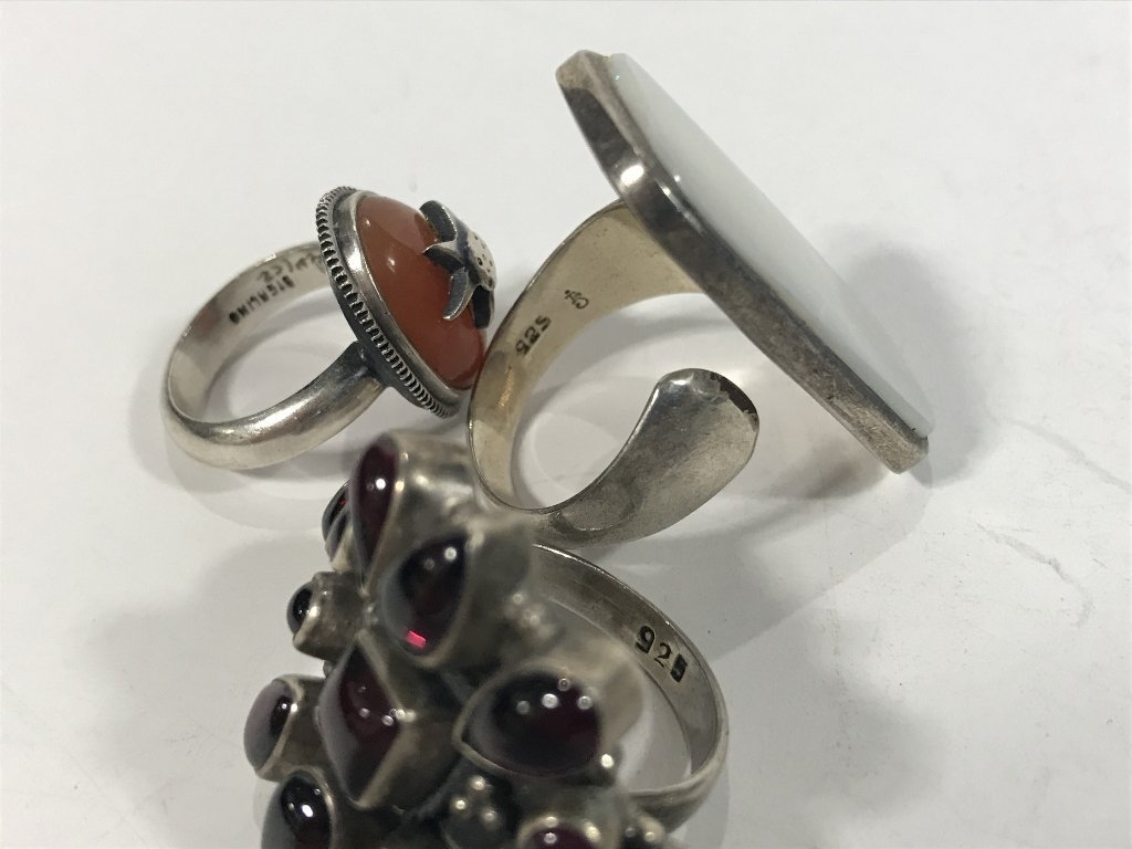 Twenty-four silver rings, 4.7 t. oz - 5