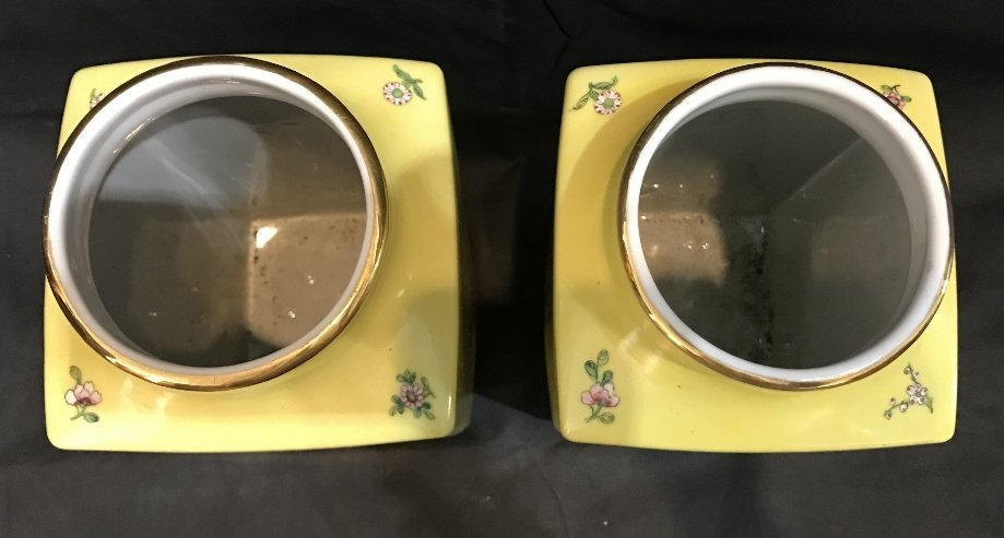 Pair of Hong Kong yellow glaze vases - 5
