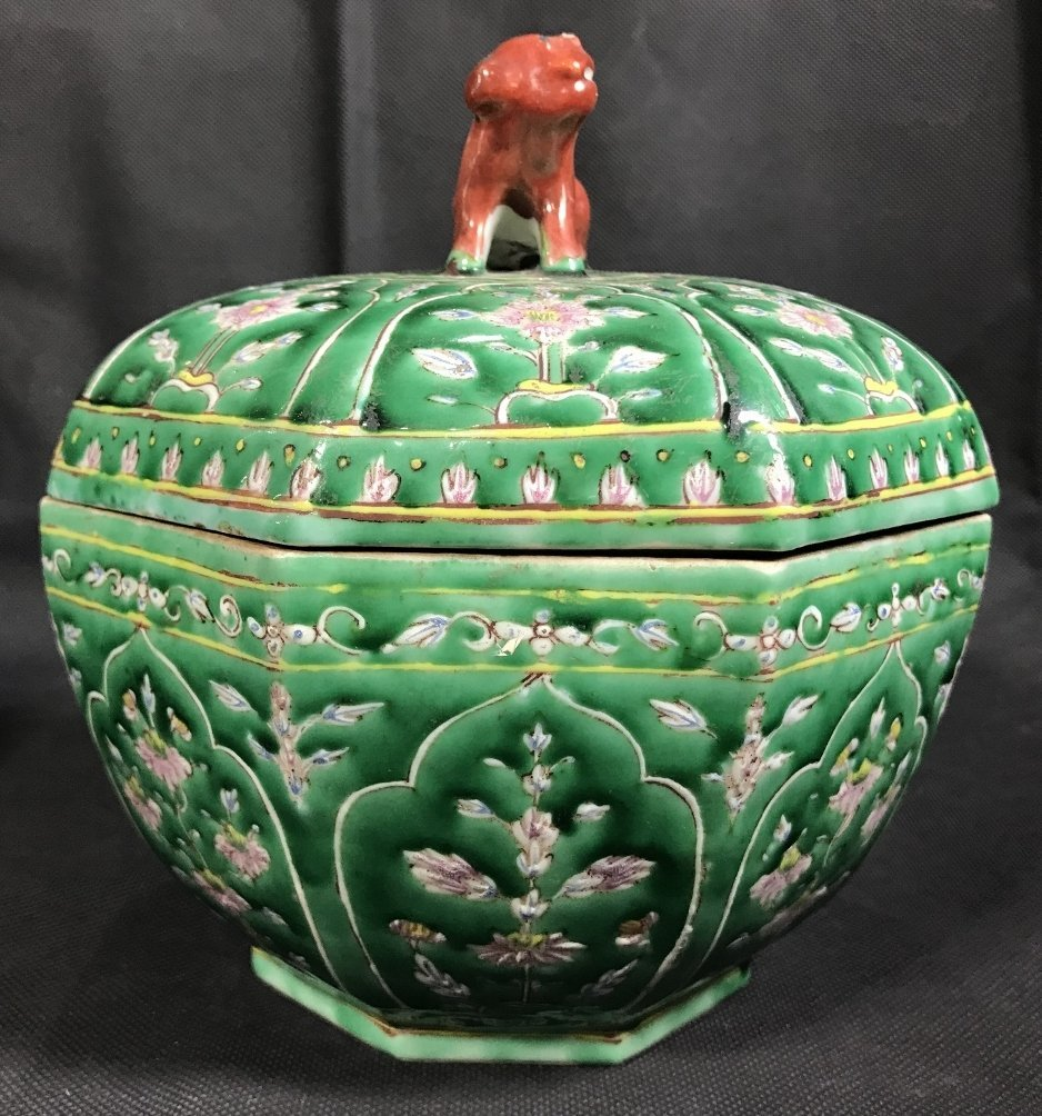 Chinese green glaze box with red Foo Dog, c.1920. - 6