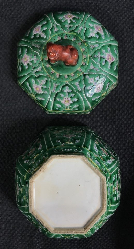 Chinese green glaze box with red Foo Dog, c.1920. - 8