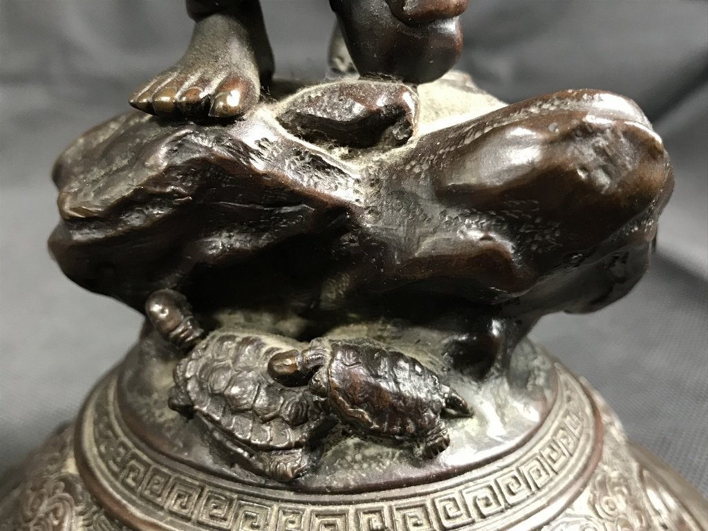 Japanese bronze lid, c.1880 - 10