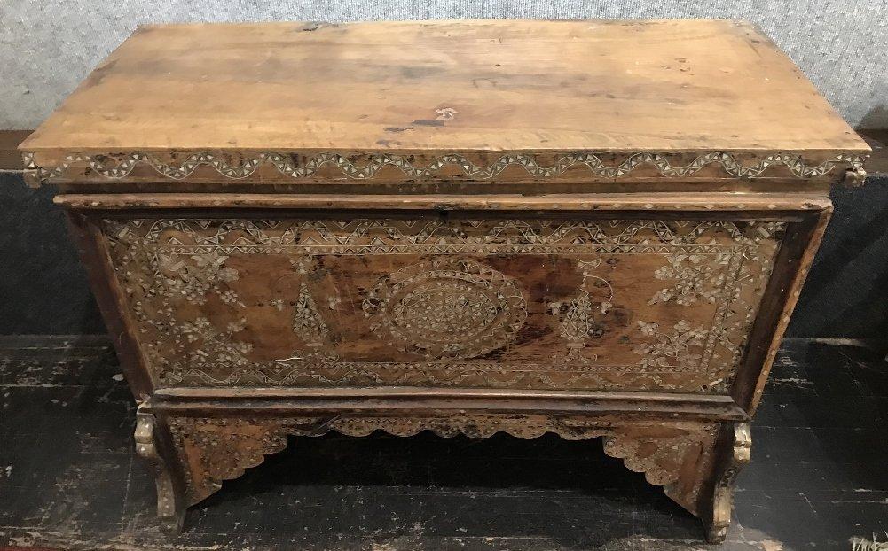 Inlaid wood chest, Third World - 2