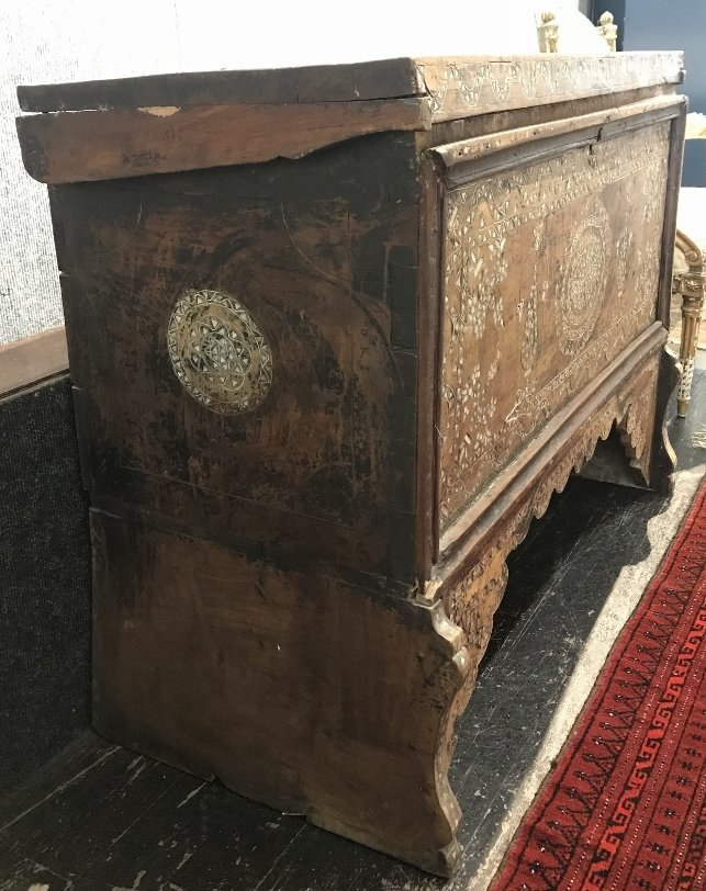 Inlaid wood chest, Third World - 3