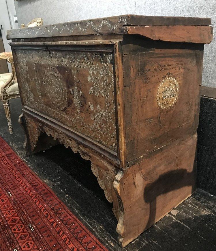 Inlaid wood chest, Third World - 4