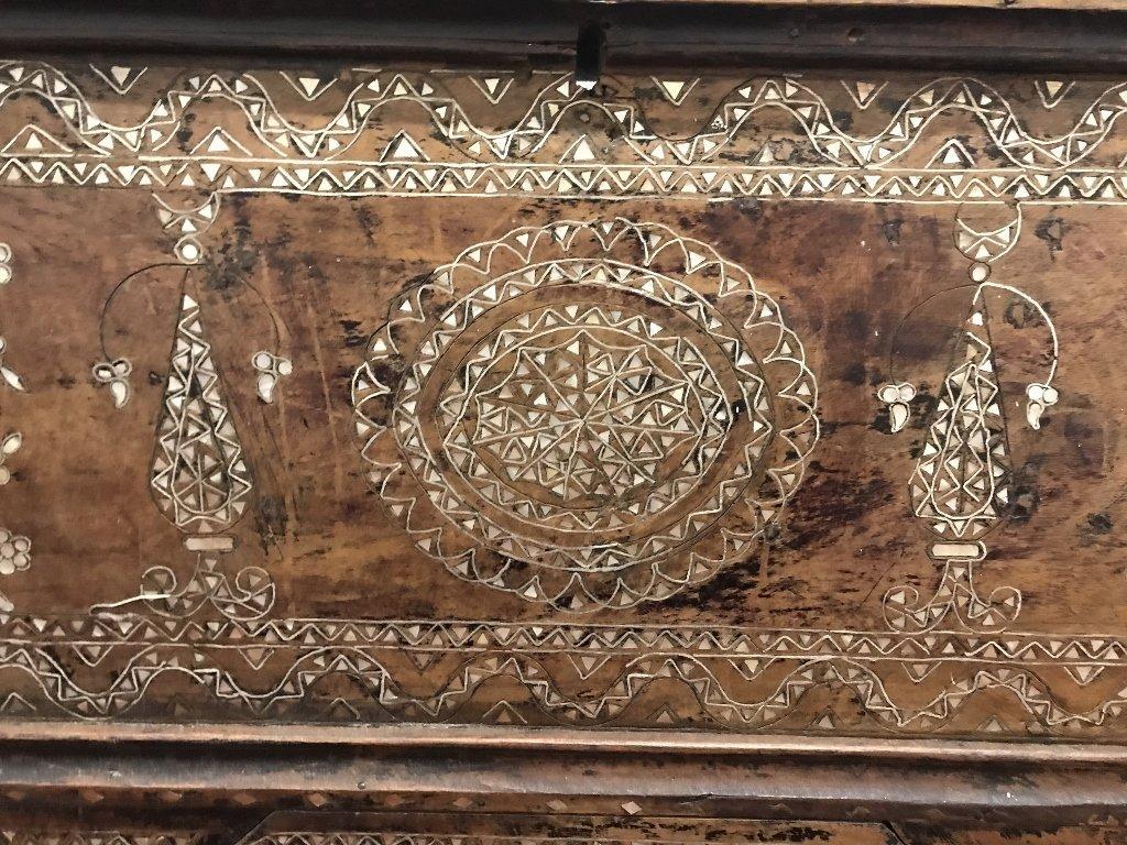 Inlaid wood chest, Third World - 5