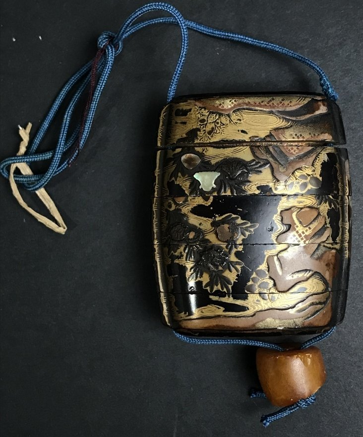 Lacquer and pearl inlaid inro purse, circa 1880