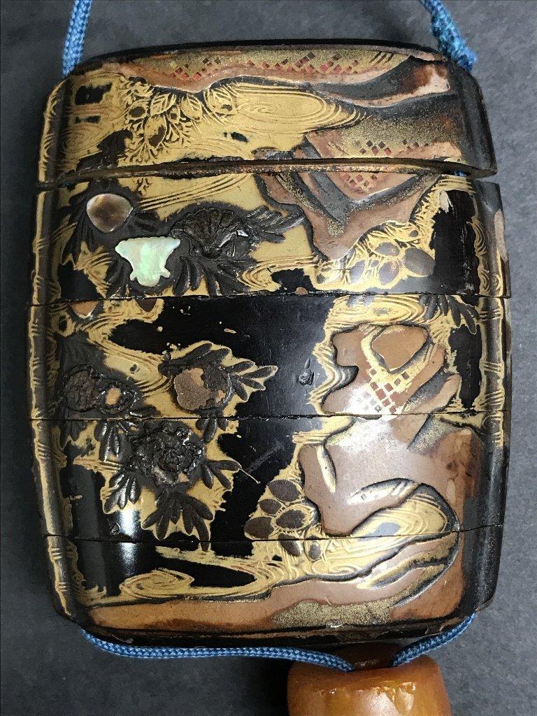 Lacquer and pearlinlaid inro purse, circa 1880 - 2