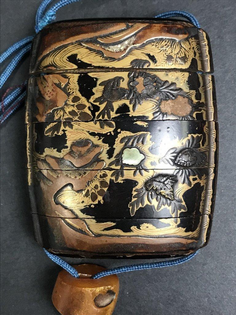 Lacquer and pearlinlaid inro purse, circa 1880 - 3