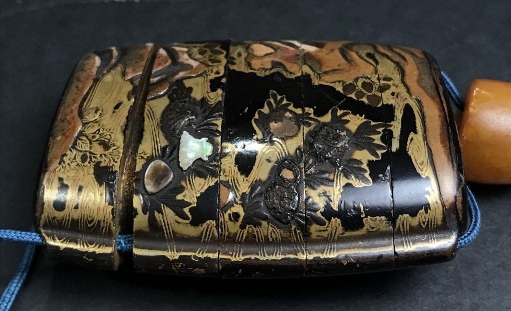 Lacquer and pearlinlaid inro purse, circa 1880 - 6