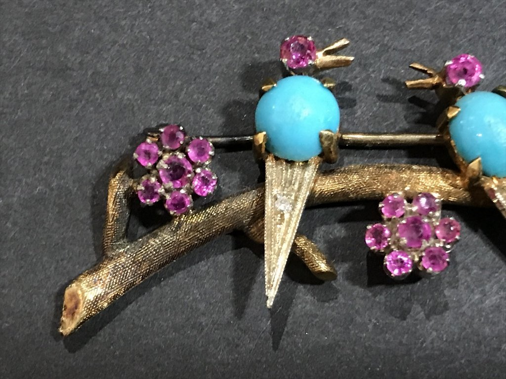 18k ruby, dia and turquoise bird pin, c.1950, 5 dwts - 2