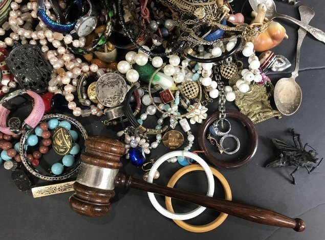 Costume jewelry in 2 trays - 4