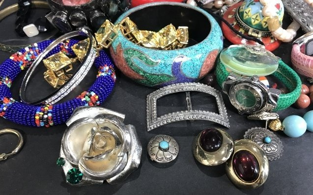 Costume jewelry in 2 trays - 6