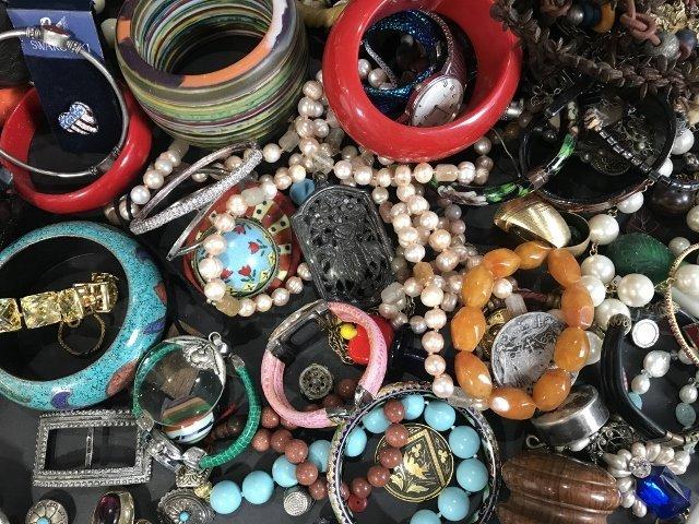Costume jewelry in 2 trays - 7