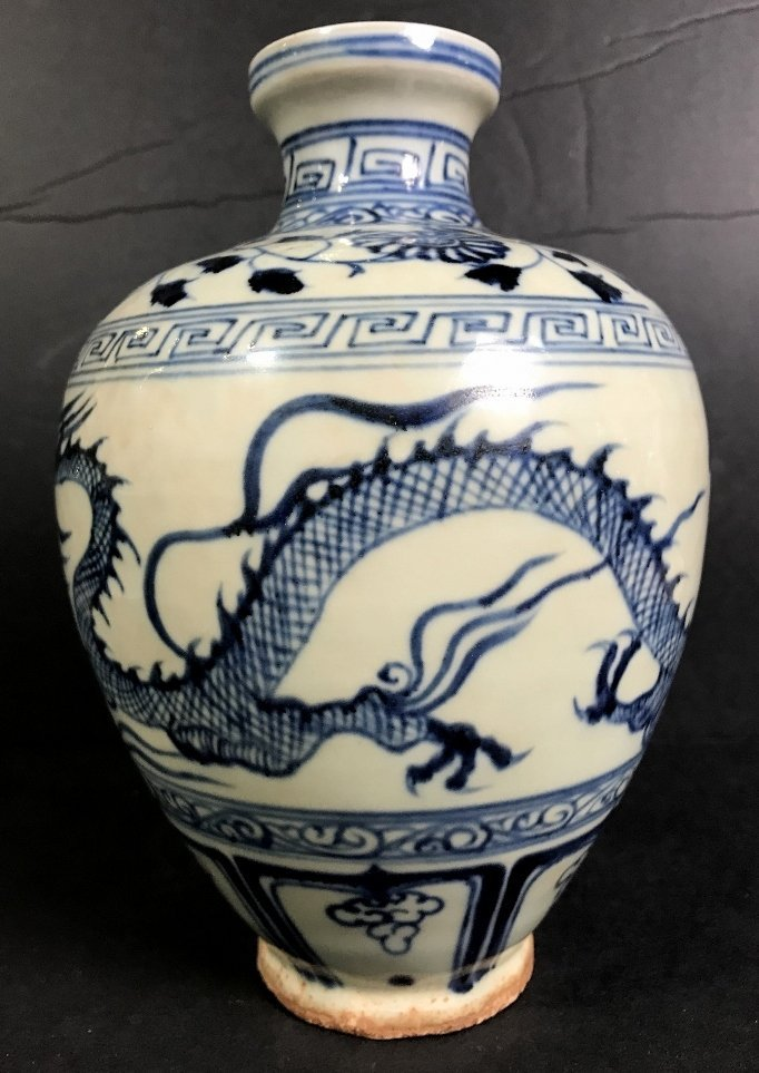 Chinese porcelain dragon vase - 2