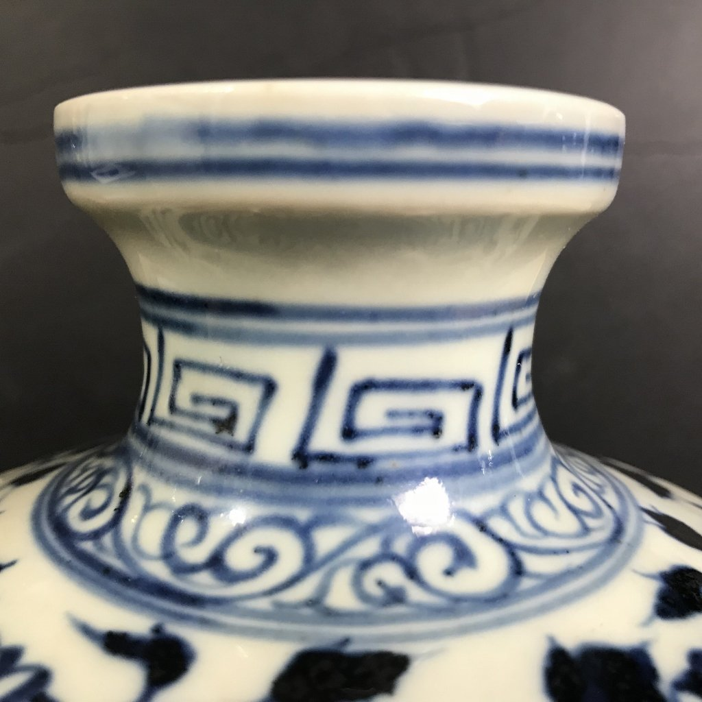 Chinese porcelain dragon vase - 6