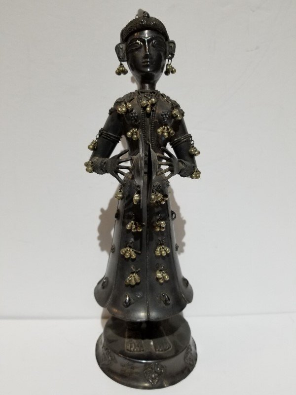Indian silver figure of a musician, c.1900, 13.5 t.oz