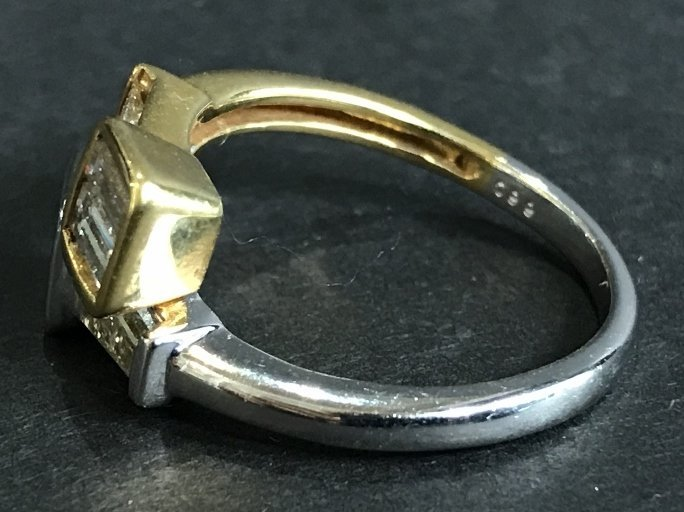 18k and diamond ring, with rect cuts, 1.55cts - 2