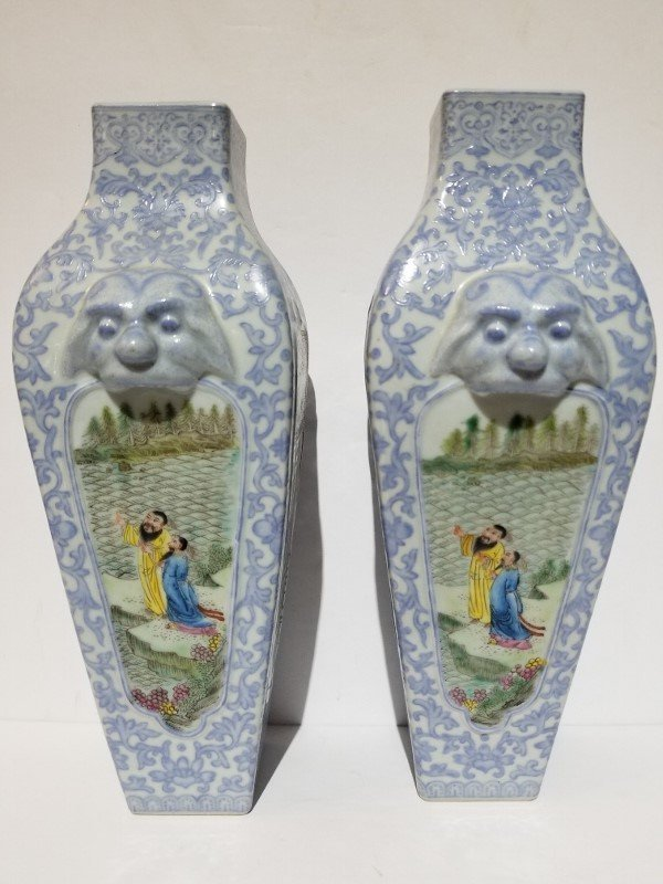 Pair of porcelain Chinese vases, circa 1950 - 3