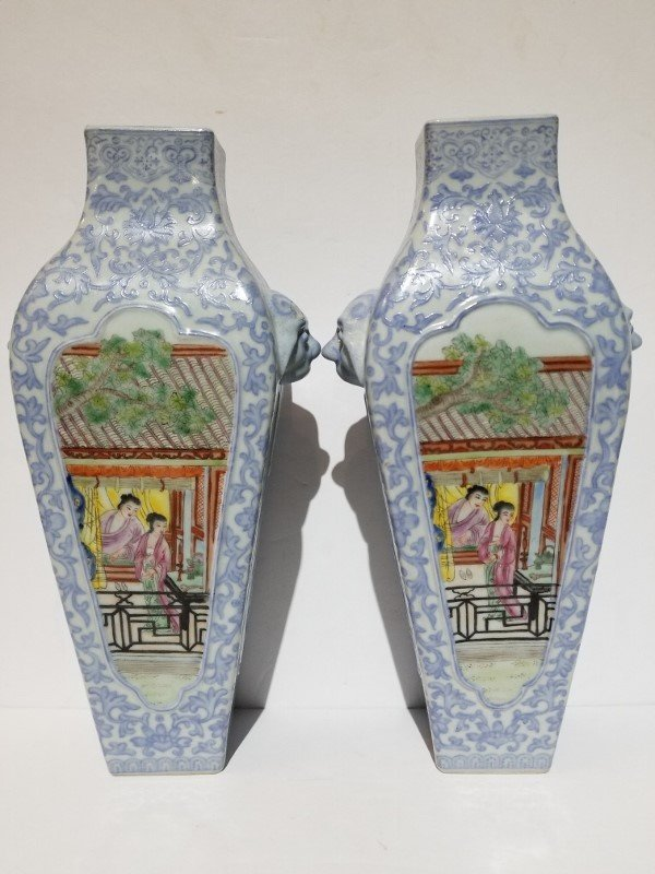Pair of porcelain Chinese vases, circa 1950 - 4
