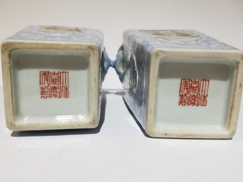 Pair of porcelain Chinese vases, circa 1950 - 5