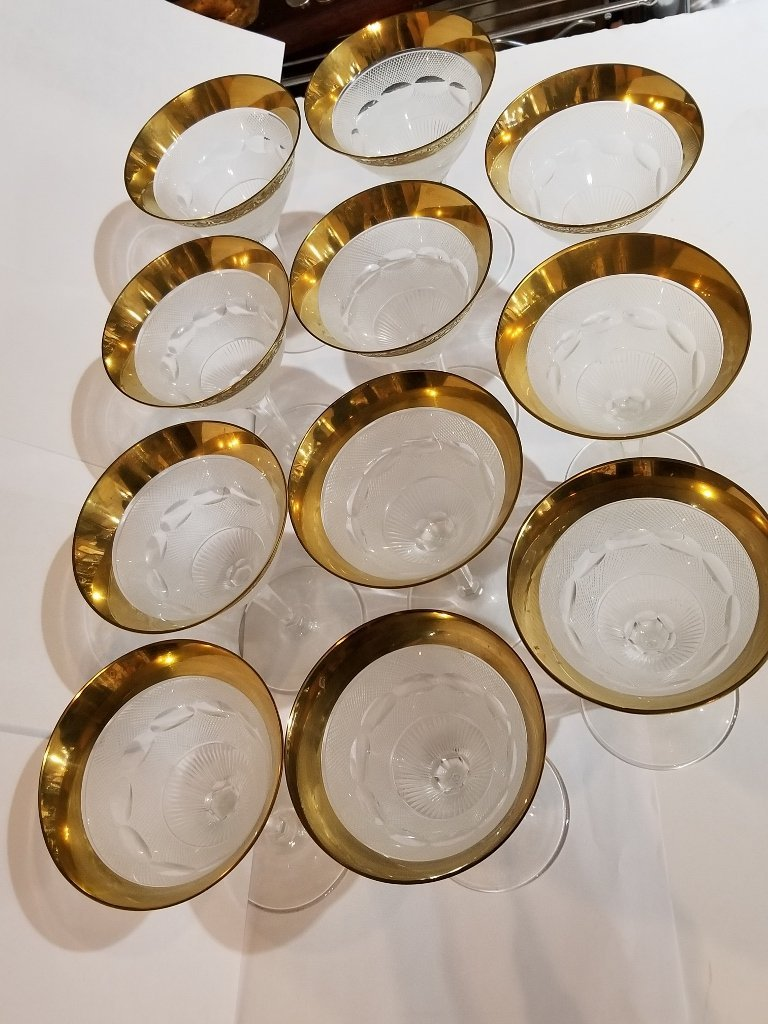 11 gold rimmed glasses in 2 trays, Circa 1950. - 2