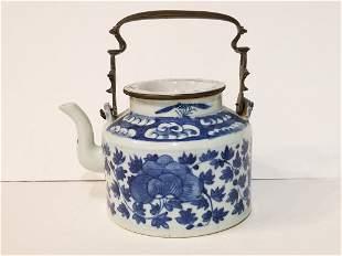 Chinese porcelain teapot, c.1900