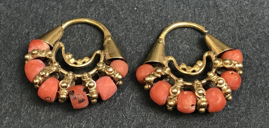 10k gold and coral fiesta earrings, Mexican, 2.4 dwts