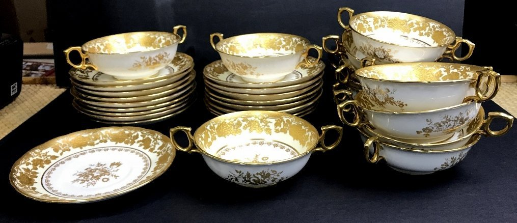 Hammersley soup bowls and underplates in 2 trays