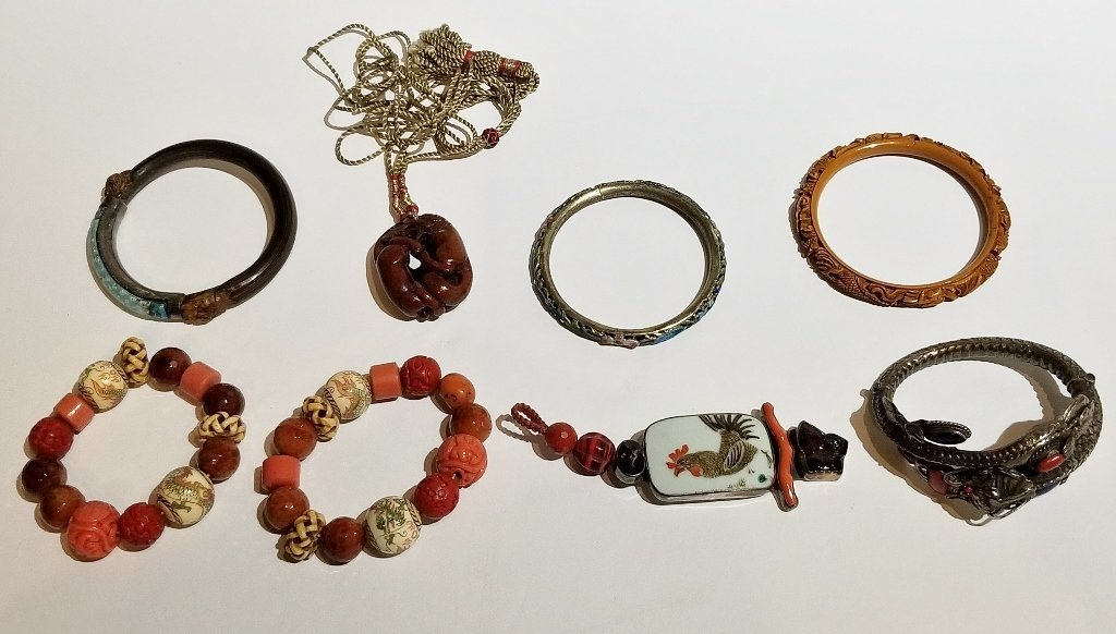 Eight pieces of Chinese jewelry