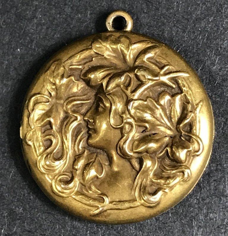 14k gold Art Nouveau locket, 4.5 dwts