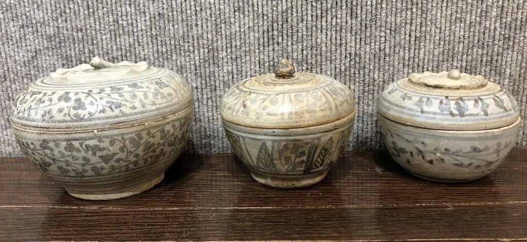 Three Chinese ceramic boxes