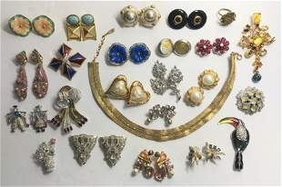 24 pieces of old costume jewelry