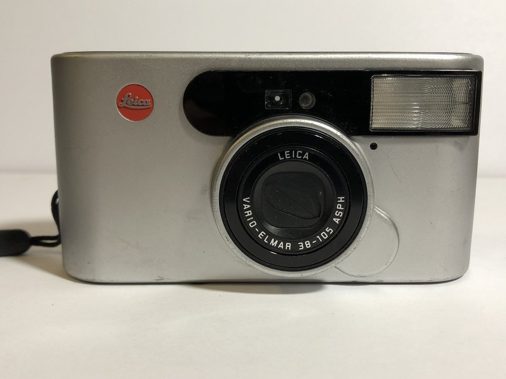 Three modern Leica cameras and chargers - 3