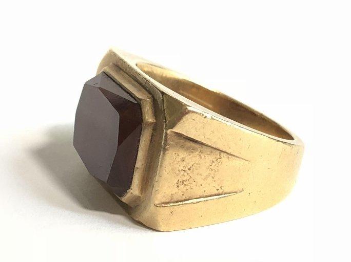 14k gold man's carnelian ring, 15 dwts - 2
