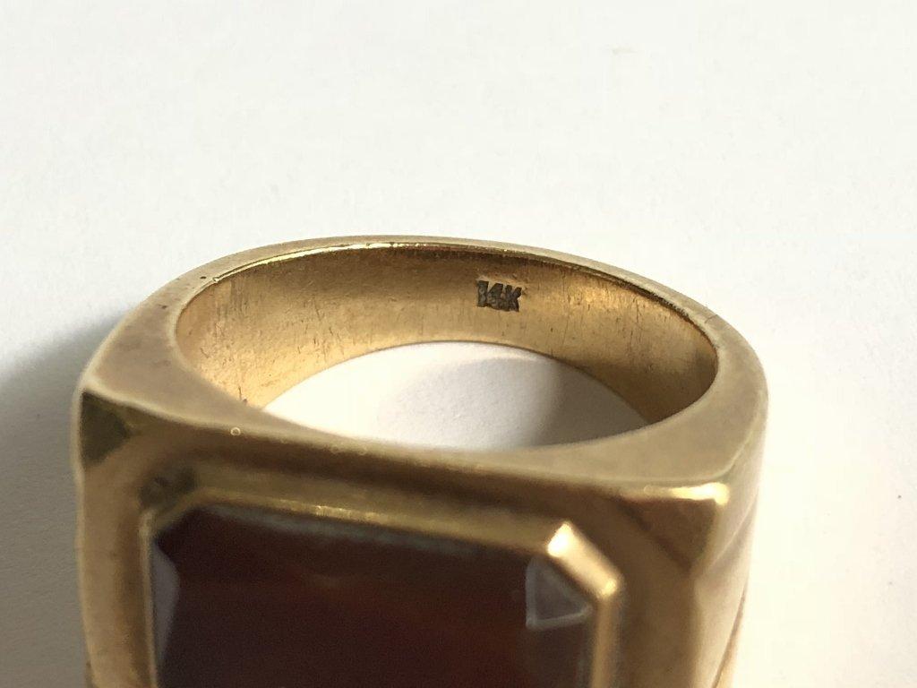 14k gold man's carnelian ring, 15 dwts - 5